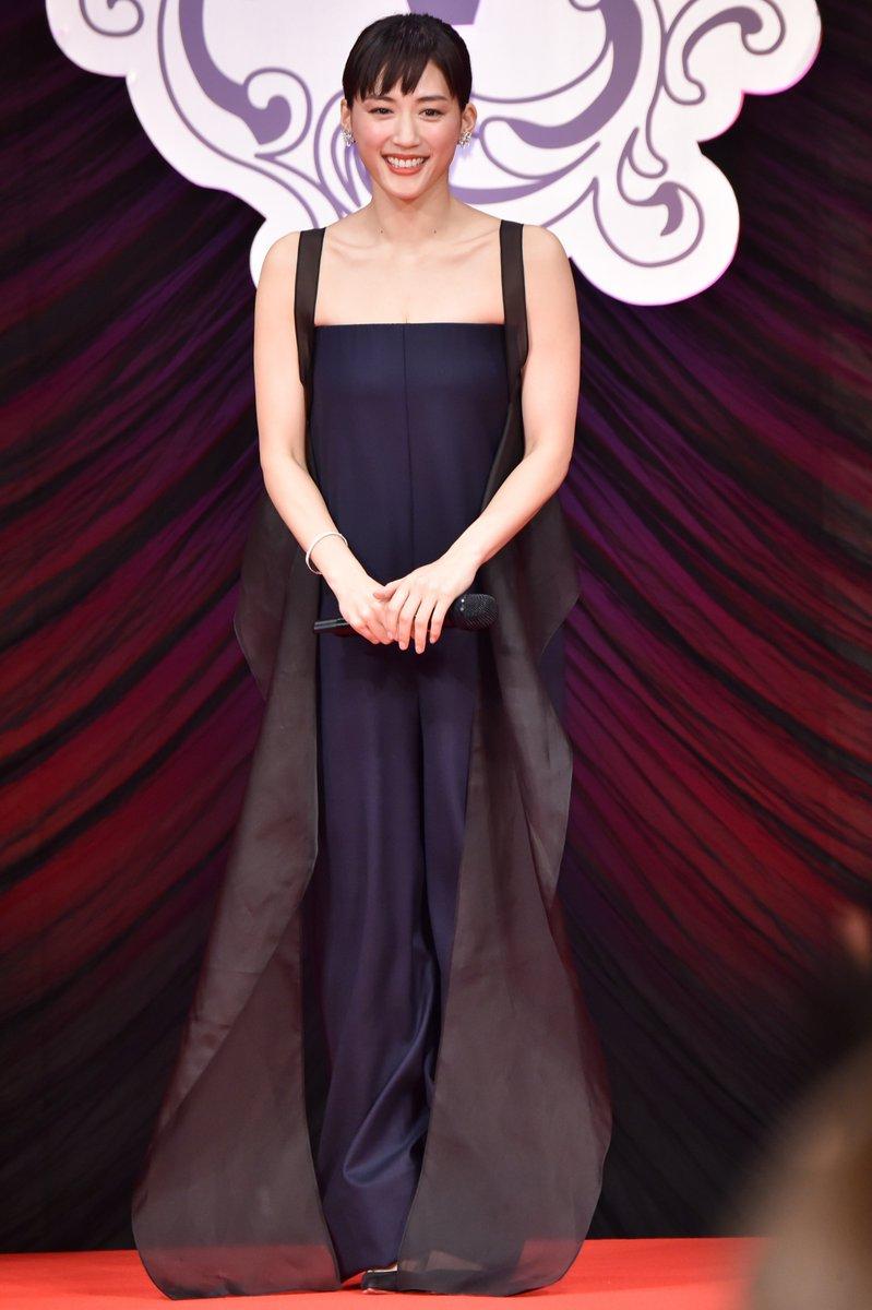 綾瀬はるか(33)の美肌ドレス姿のおっぱいがエロいww【エロ画像】