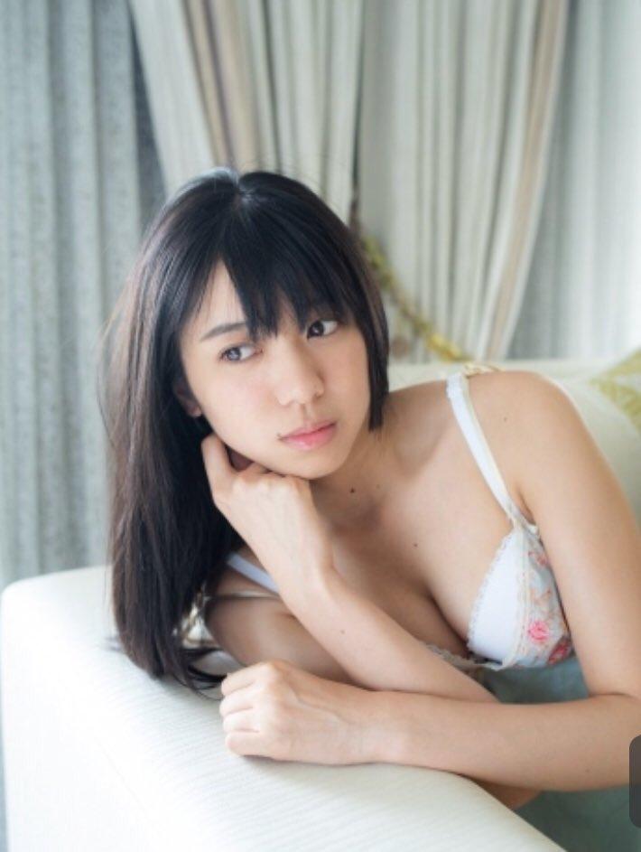 AKB48大西桃香(21)が53cmのクビレや巨乳の水着姿がぐうシコww【エロ画像】