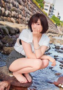 声優・諏訪彩花(30)の写真集で見るスレンダーボディがエロいww【エロ画像】