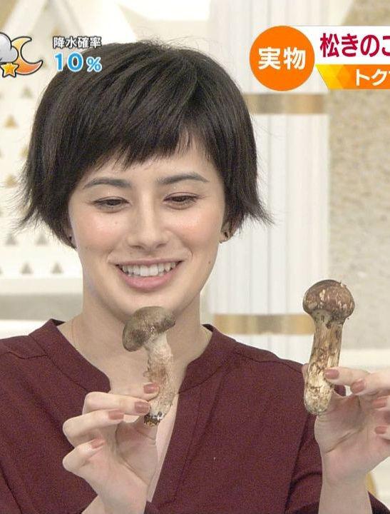 ホラン千秋(29)きのこ持ってる姿が短小チンポ弄ってるみたいでエロいww【エロ画像】