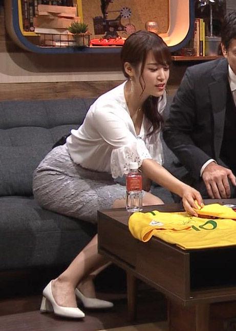 鷲見玲奈アナ(28)の胸チラしそうなムッチリボディがけしからんww【エロ画像】