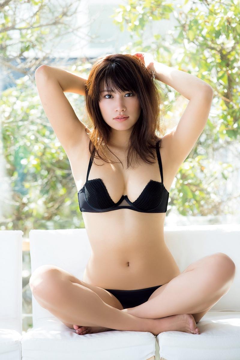 久松郁実(22)の写真集の下着姿がぐうシコww【エロ画像】