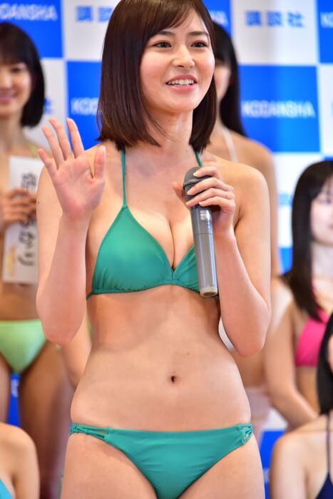 桜田茉央(21)の初々しい現役JDの水着姿がエロいww【エロ画像】