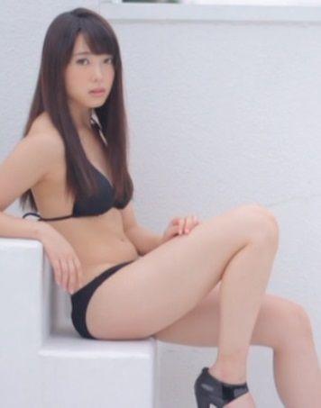 ℃-ute中島早貴(19)の黒水着がスタイリッシュで抜ける【エロ画像】