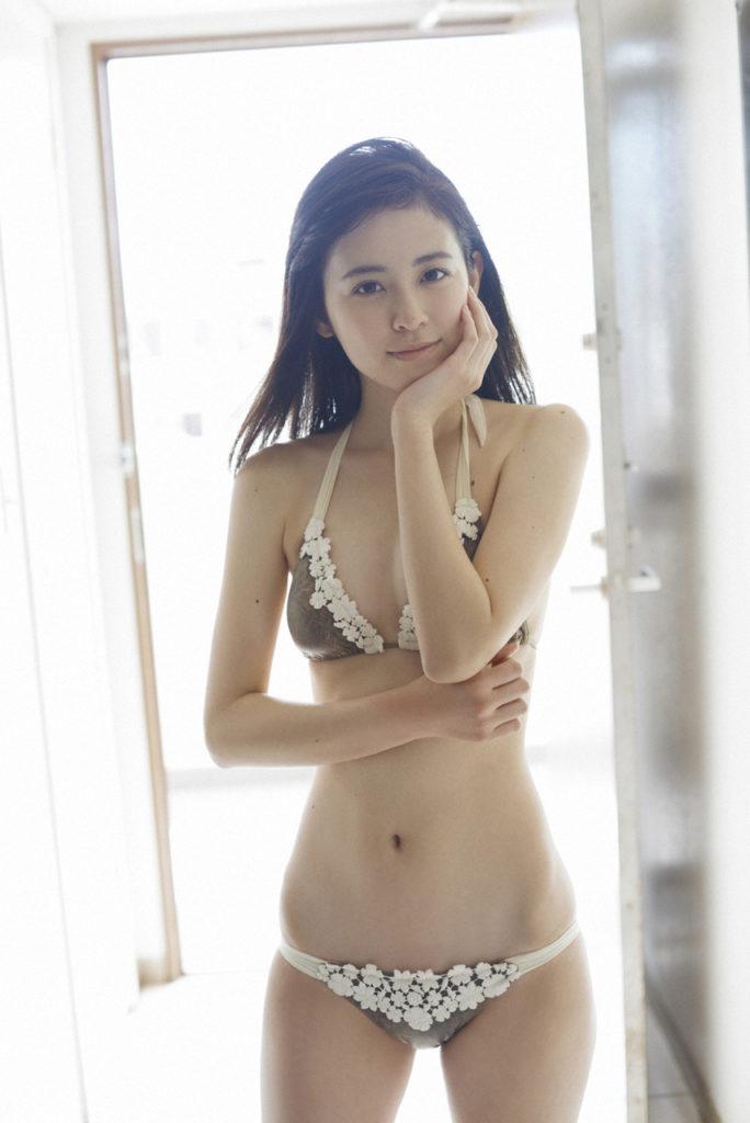 久慈暁子アナ(24)の昔の水着姿がエロいww【エロ画像】