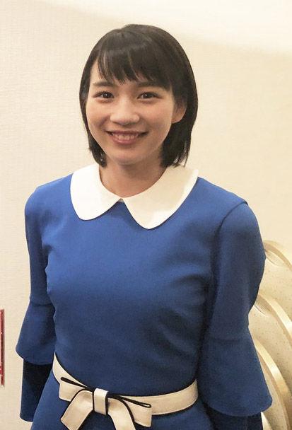 女優のん(24)が着衣姿で成長したおっぱいを披露ww【エロ画像】
