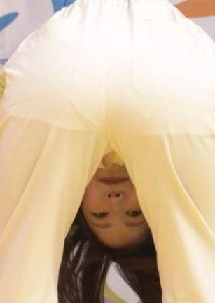 滝菜月アナ(24)マングリ返しポーズの着衣姿が抜けるww【エロ画像】