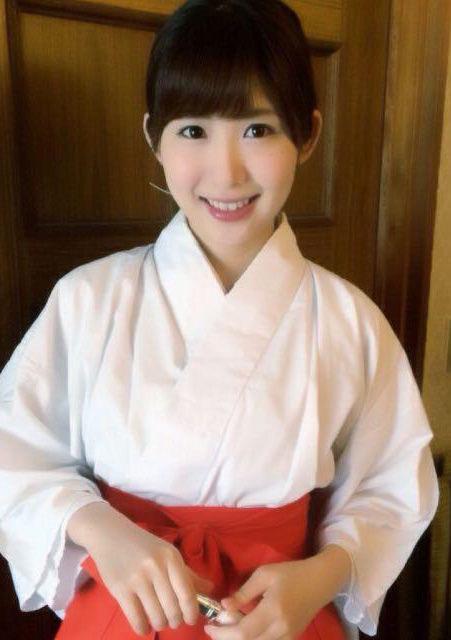 千代田唯(28)「日本一かわいい神主」のスレンダーボディが抜けるww【エロ画像】