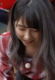 横山由依(25)の胸元ゆるゆる胸チラがエロいww【エロ画像】