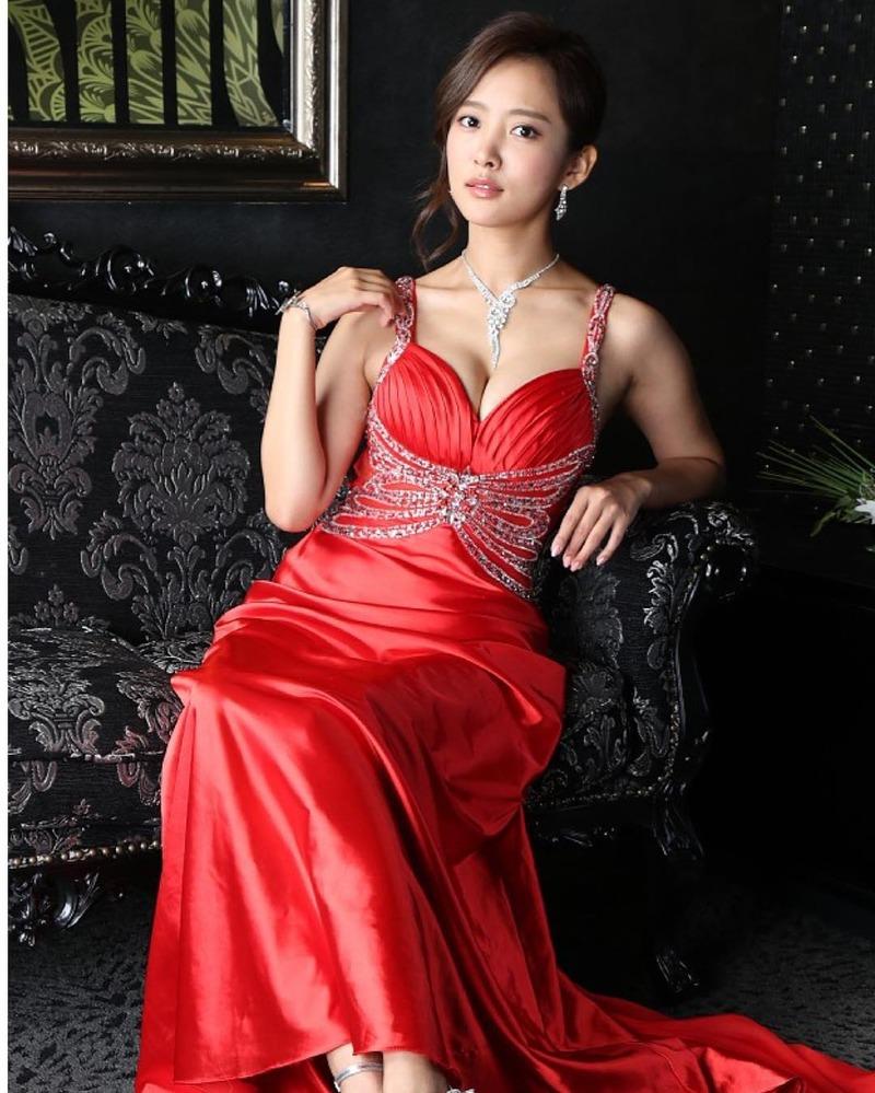 夏菜(28)キャバ嬢ドレス姿のFカップ谷間がぐうシコww【エロ画像】