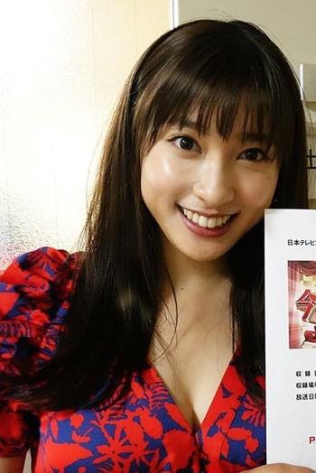 土屋太鳳(24)のインスタ写真の胸チラ谷間ショットがぐうシコww【エロ画像】