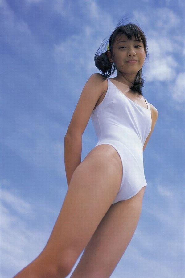 戸田恵梨香(30)が破局したので昔の水着グラビアww【エロ画像】