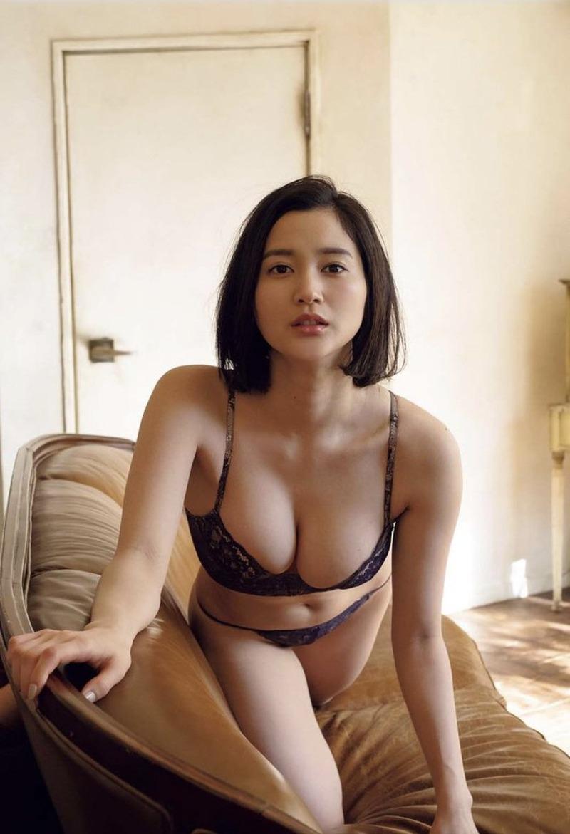 出口亜梨沙(26)の接写が過激すぎる最新グラビアがぐうシコww【エロ画像】