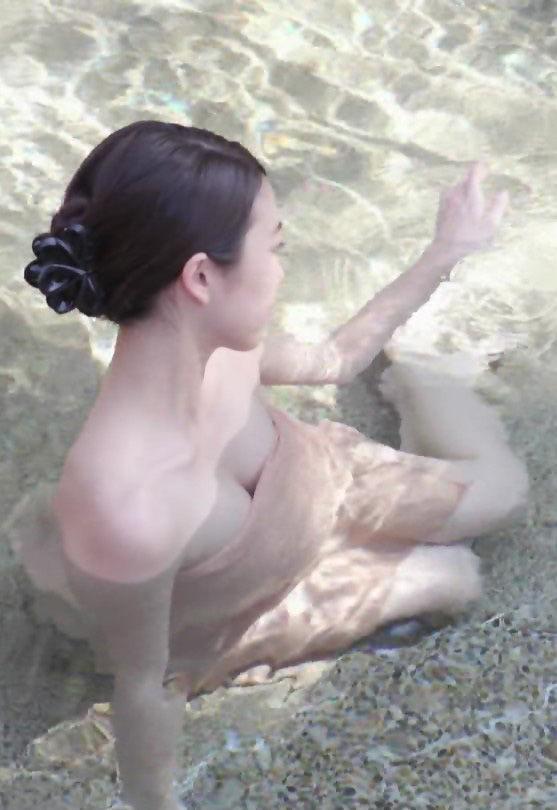 秦瑞穂(28)Dカップの胸チラ谷間がけしからん入浴シーンww【エロ画像】