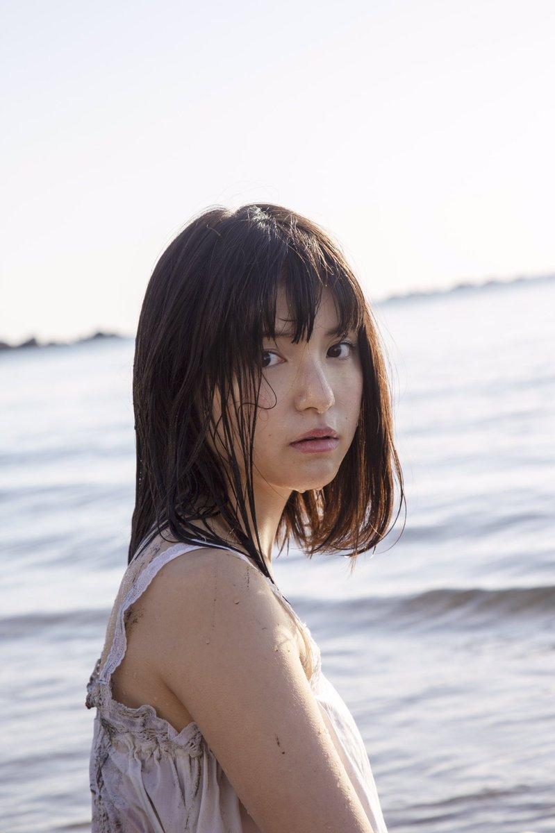 川島海荷(25)の最新写真集発売でオカズに期待ww【エロ画像】