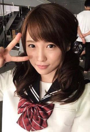 元AKB48川栄李奈(22)童顔だけあってJKセーラー服コスが似合ってて抜けるww【エロ画像】