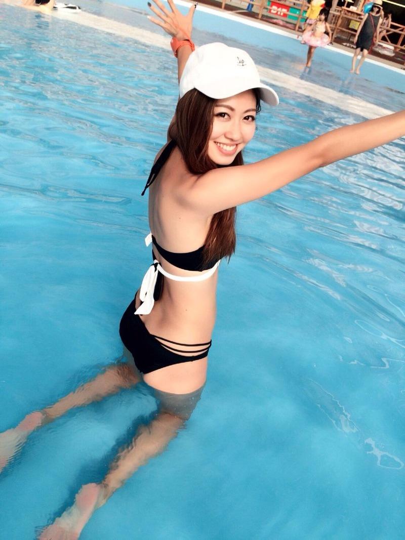 小山ひかる(26)宮迫博之の不倫相手のモデルのぐうシコ水着姿ww【エロ画像】