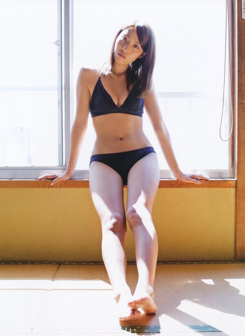 AKB藤江れいな(20)が水着グラビアで色白くびれ披露www太ももペロペロしたい【エロ画像】