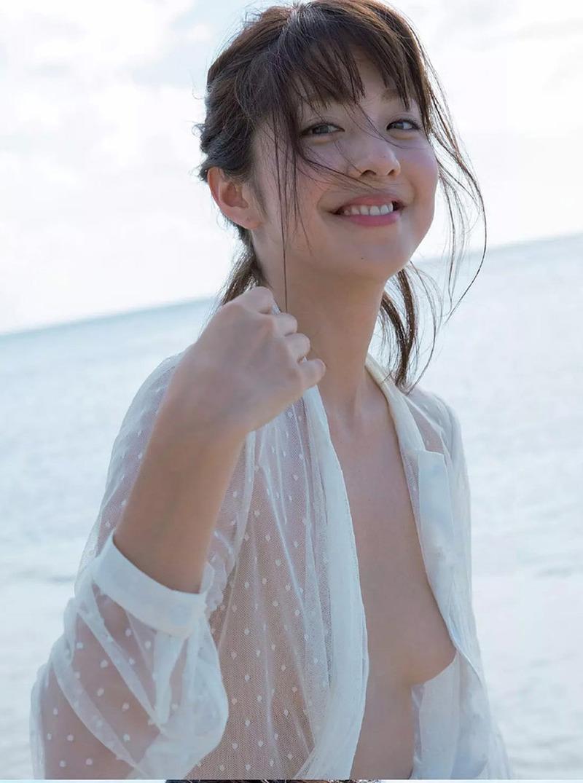 本郷杏奈(26)ノーブラおっぱいが丸見えでぐうシコなグラビアww【エロ画像】