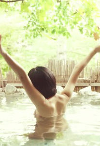 梨木まい(26)の秘湯ロマンの胸チラやお尻が気になる入浴姿がぐうシコww【エロ画像】