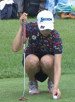 女子ゴルファー三浦桃香(19)のパンチラショットがエロいww【エロ画像】