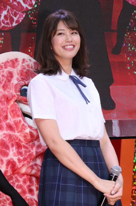 稲村亜美(22)のJK制服姿がイメクラ感あってエロいww【エロ画像】
