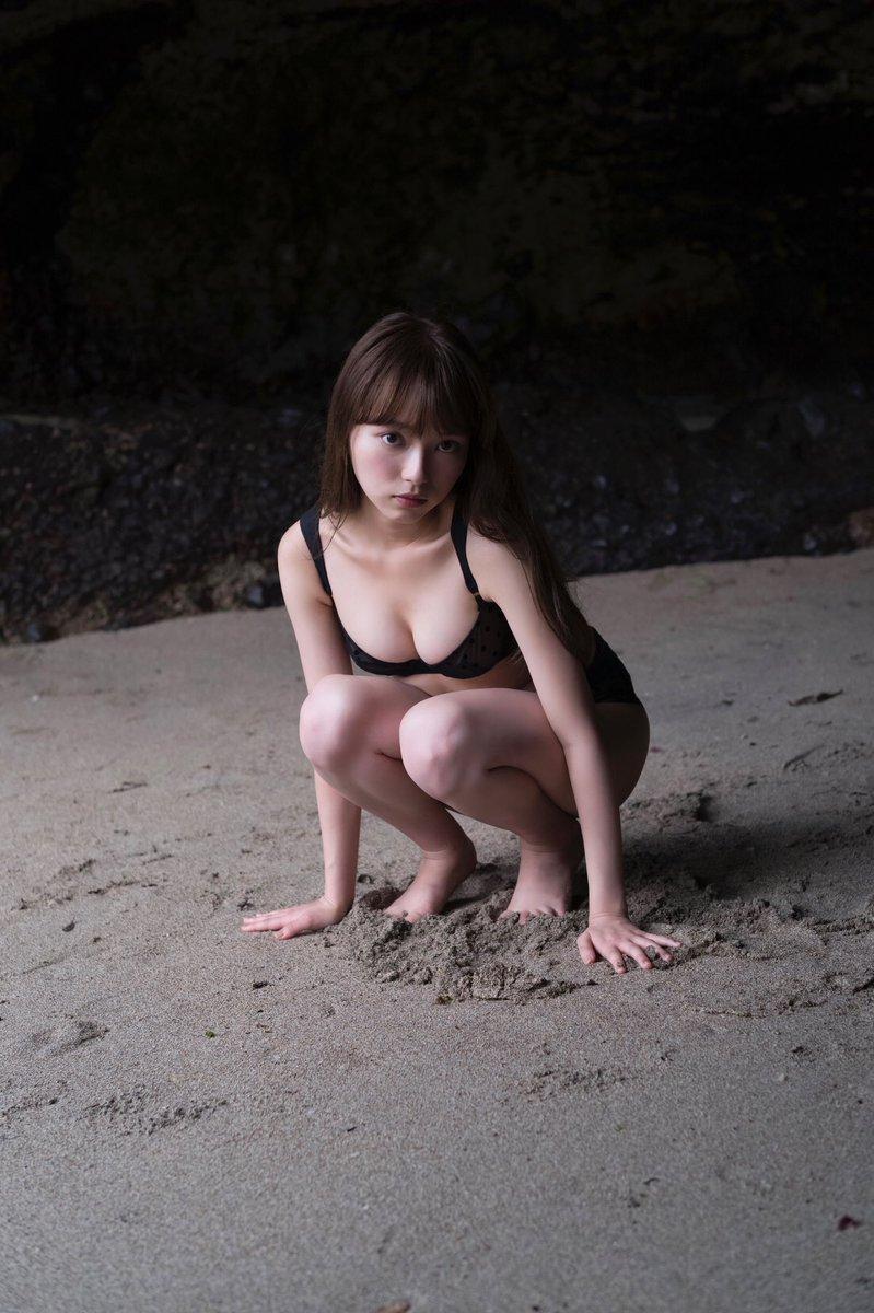 小室さやか(23)の新女神の美ボディが拝めるグラビアがぐうシコww【エロ画像】