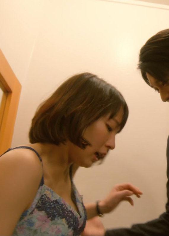 吉岡里帆(25)首絞めに浮きブラ姿がクッソエロいww【エロ画像】