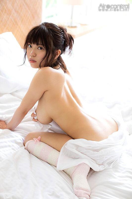 麻亜子(24)の爆乳グラドルの手ブラヌードがエロいww【エロ画像】