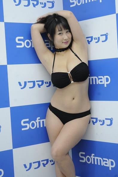 桐山瑠衣(26)Jカップをポロリハプニングしちゃった爆乳グラドルのエロ画像ww