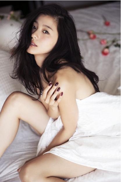 朝比奈彩(23)セミヌードにバニーコス…最新写真集がエロすぎて即ハボww【エロ画像】