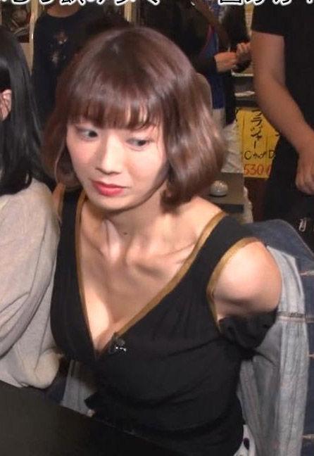 相澤仁美(35)がIからEカップにサイズダウンした胸チラを久々披露ww【エロ画像】