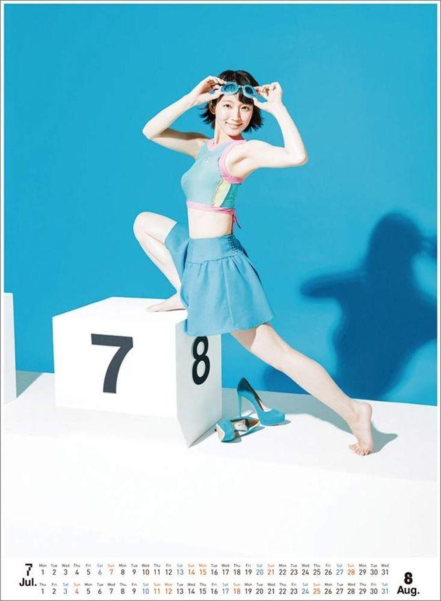 吉岡里帆(25)の水着姿も不評なグラビアカレンダーww【エロ画像】