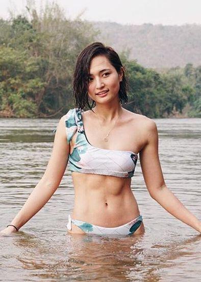 山賀琴子(24)の水着姿のバキバキ腹筋インスタ写真がエロいww【エロ画像】