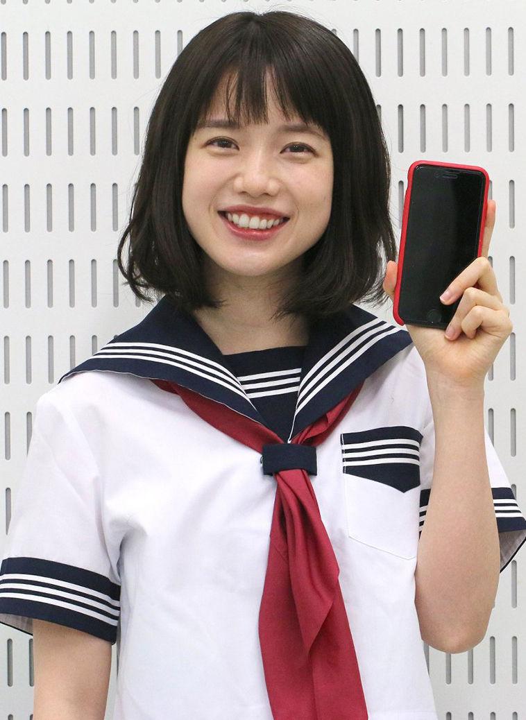 弘中綾香アナ(27)の制服やナースのコスプレ姿がぐうシコww【エロ画像】