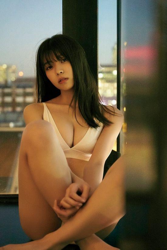 欅坂46小林由依(19)の人生初の水着姿がぐうシコww【エロ画像】