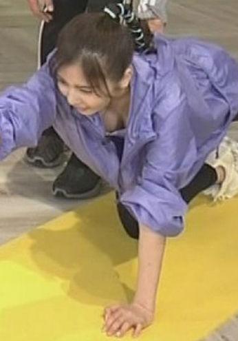 佐野ひなこ(24)のおっぱいこぼれ落ちててクッソエロいww【エロ画像】