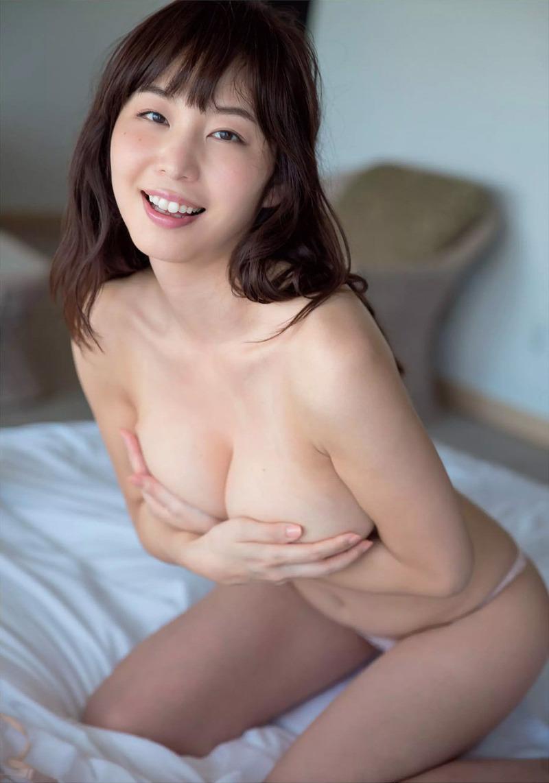 秋田の巨乳アナ・塩地美澄(33)が水着グラビア!ムチムチの尻と手ぶらがたまらん【エロ画像】
