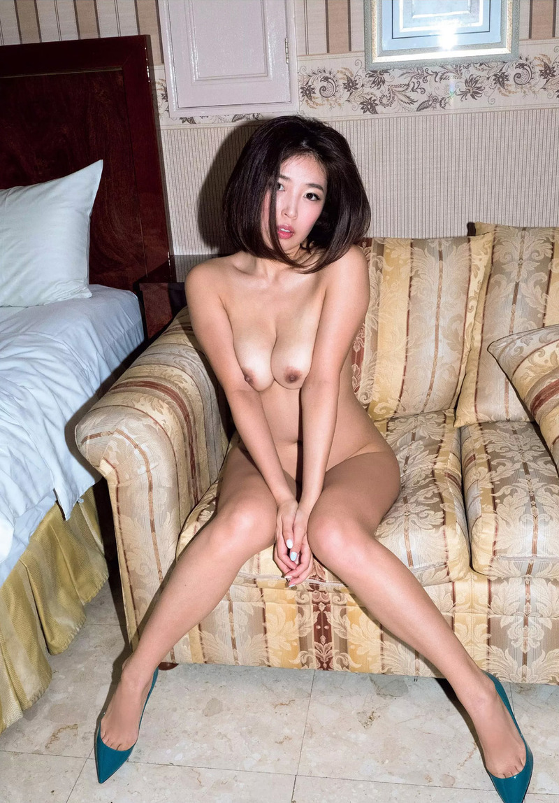 元SKE48手束真知子(31)のフルヌードがめちゃくちゃエッチな体しててたまらんww【エロ画像】